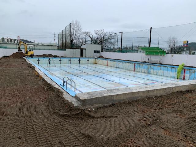 緑ヶ丘中プール改修工事施工前写真